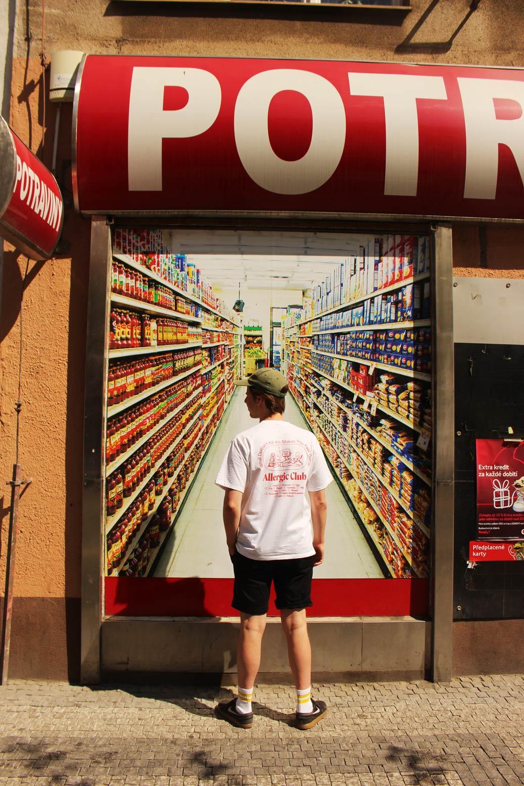 matous-martak-outside-supermarket-everpress-blog